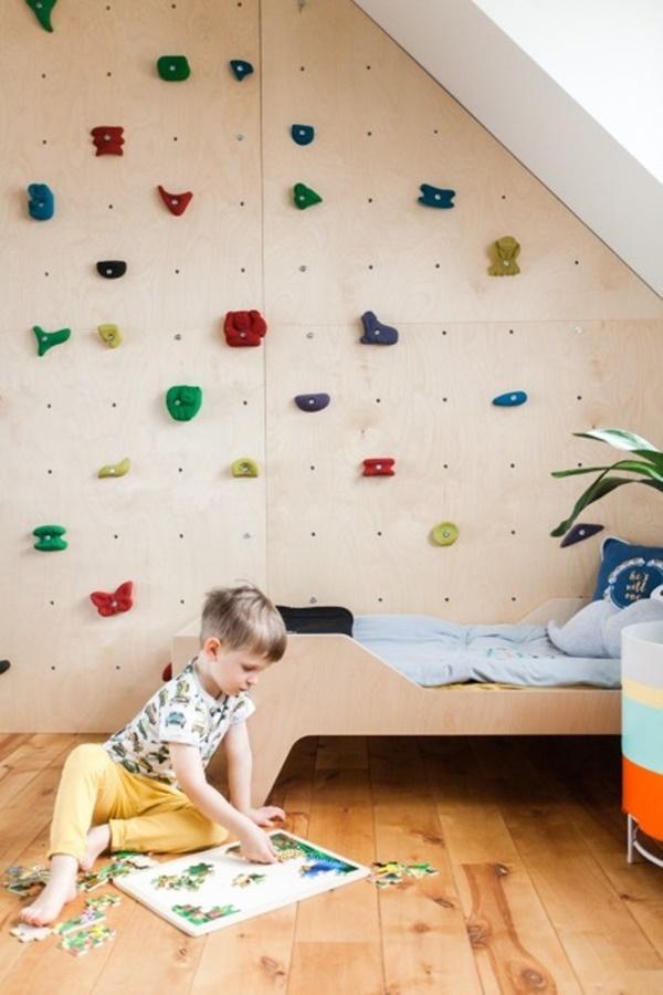 Łóżko dla dziecka ze sklejki