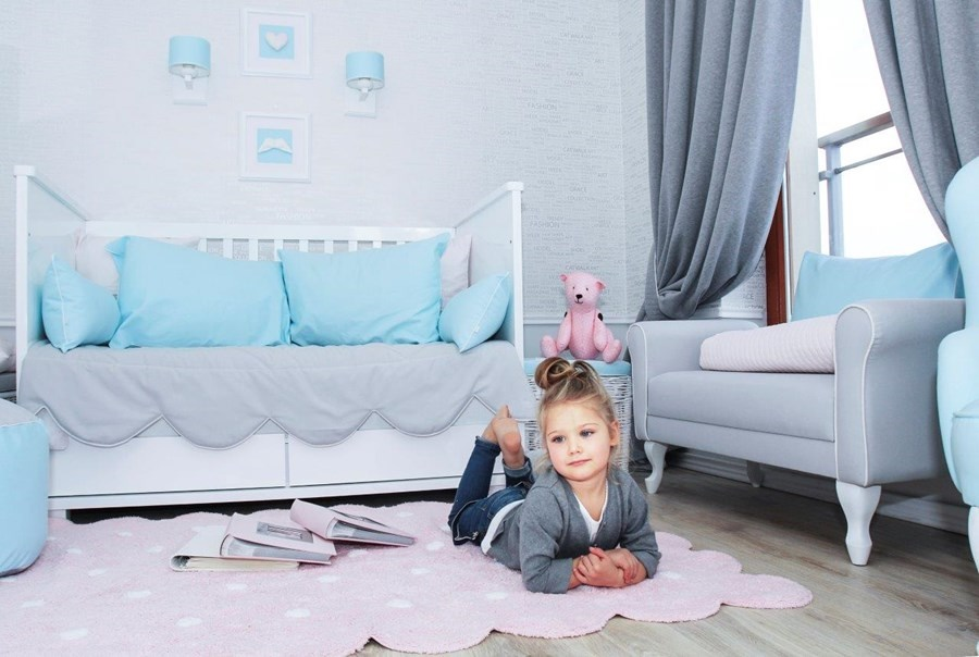 Łóżko dziecięce w bieli
