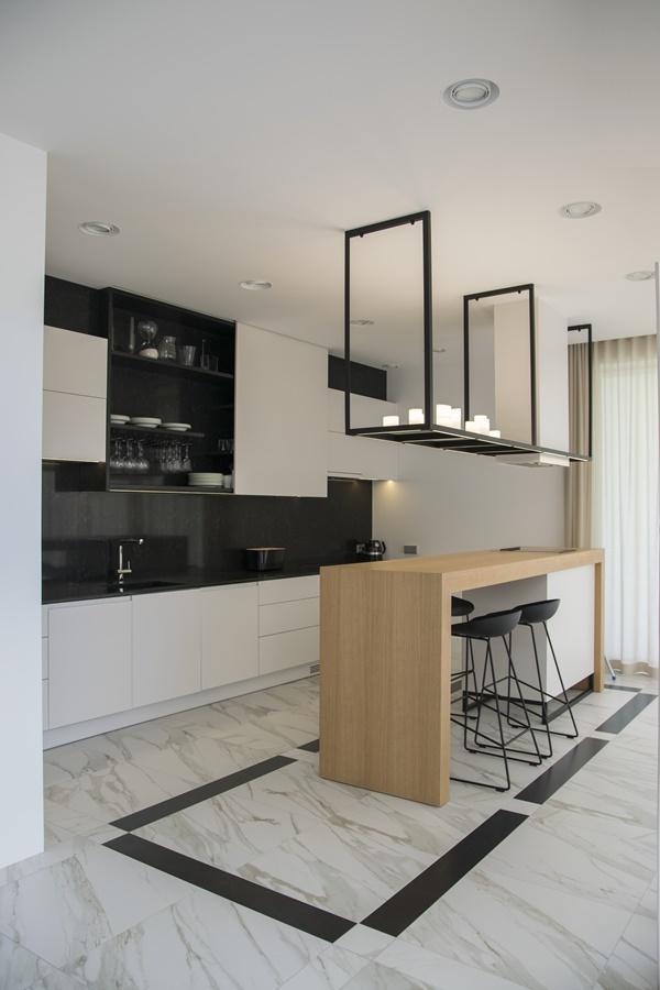 Funkcjonalne Wnętrze Domu łapiącego światło Przestrzeń