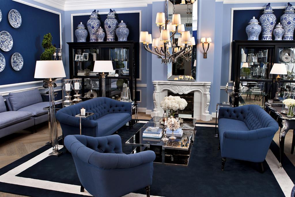 Lustro w salonie niebieski