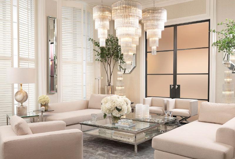 Lustro w salonie w bieli