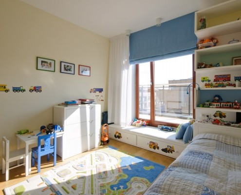 Niebieskie akcenty w pokoju dla małego chłopca Zawicka ID
