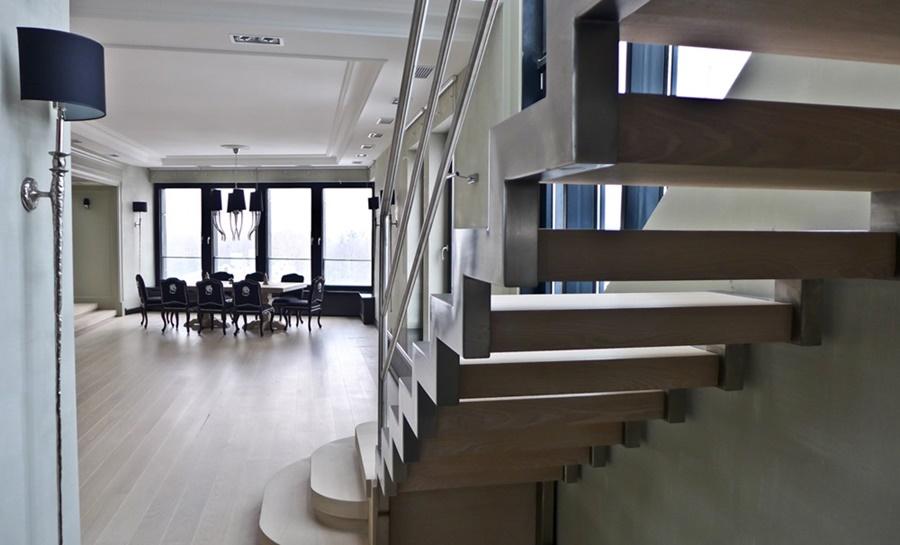 Sufit podwieszany w klasycznym salonie