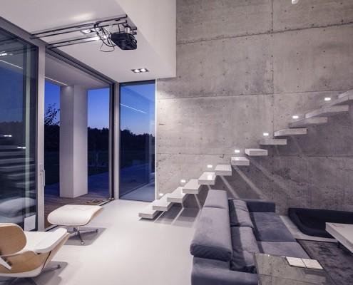 Minimalistyczny pokój dzienny połączony z holem BXB Studio