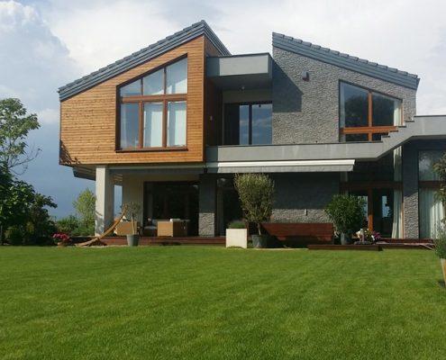 Nowoczesna elewacja z drewna i kamienia A8 Architektura