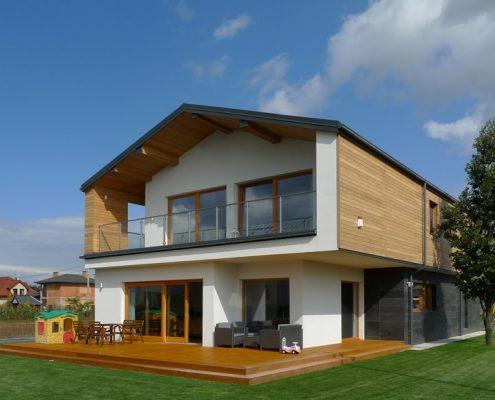 Piętrowy dom z drewnianą elewacją A8 Architektura