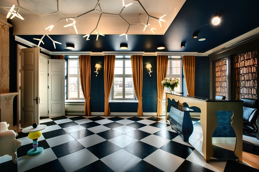 Recepcja luksusowego hotelu Quadrille