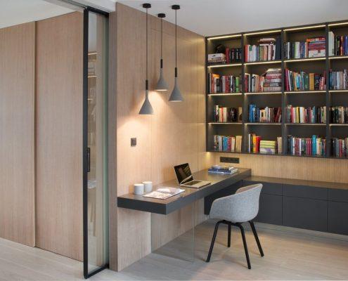Nowoczesna biblioteka w domu