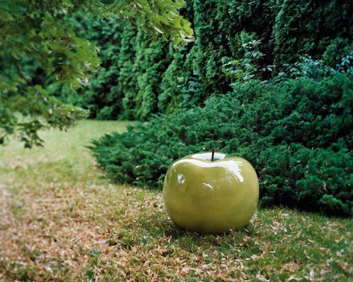 Zielona rzeźba do domu i ogrodu jabłko green Bull and Stein