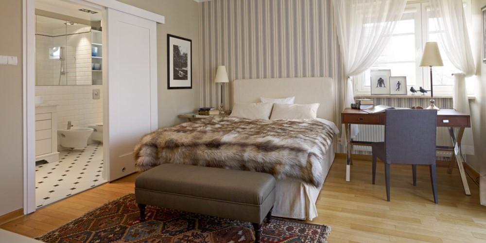 Beżowa sypialnia z łazienką Jaki kolor do sypialni