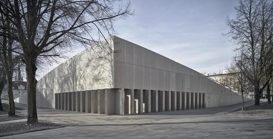 Centrum Dialogu Przełomy World Building of the Year Robert Konieczny