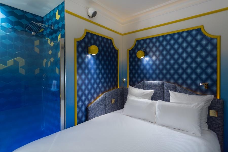 Stylowy hotel Idol Paryż Niebieska sypialnia