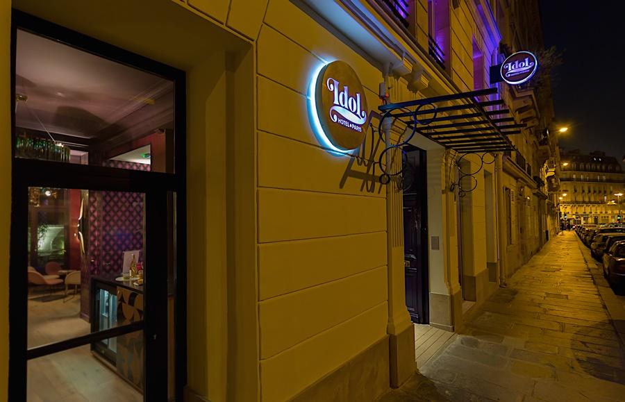 Stylowy hotel Idol Paryż wejście