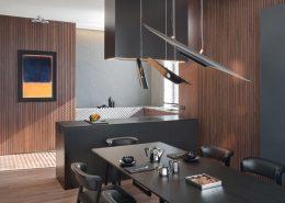 Ciemne kolory w kuchni otwartej na jadalnię Exitdesign - jak urządzic kuchnię