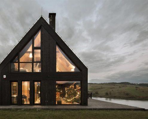 Nowoczesny dom z drewnianą dachówką - Mountain Cottage Hola Design