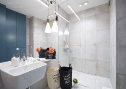 Styl industrialny w małej łazience Minimoo