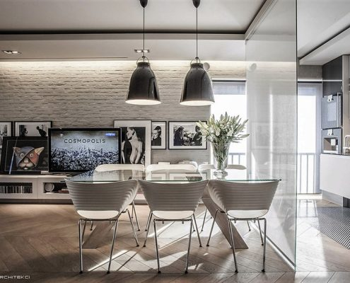 Jadalnia i kuchnią oddzielone taflą szkła Jach Architekci