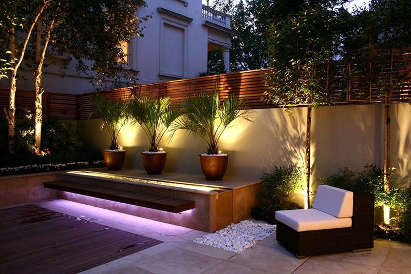 Duże donice w oryginalnym ogrodzie HomeSquare