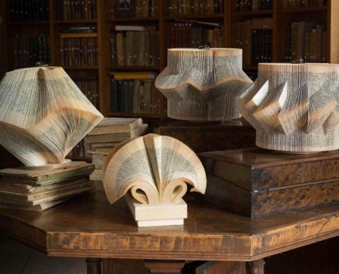 Rzeźby z książek Crizu
