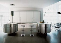 Stal nierdzewna w luksusowej kuchni Miton Rondo , Arco Flos