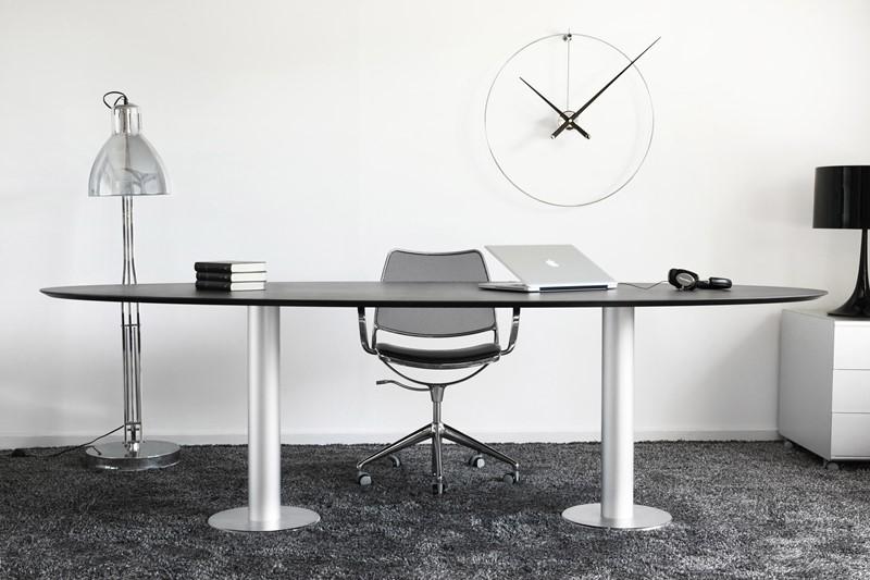Domowe biuro w jasnych barwach Nomon