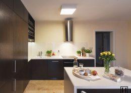 Meble kuchenne w kolorze cimenej czekolady - Huk Architekci