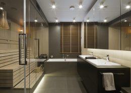 Przeszklona sauna w nowoczesnej łazience - Hola Design, pokoje kąpielowe