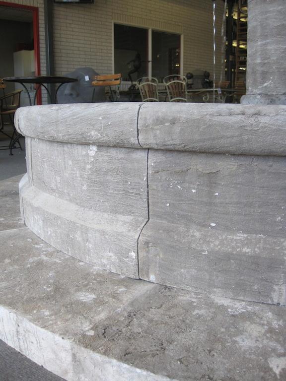 Stone026 Okrągła fontanna w klasycznym stylu