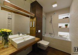 Wąska łazienka z wanną - Huk Architekci