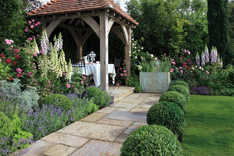 Klasyczny ogród z altaną i fontanną - Capital Garden