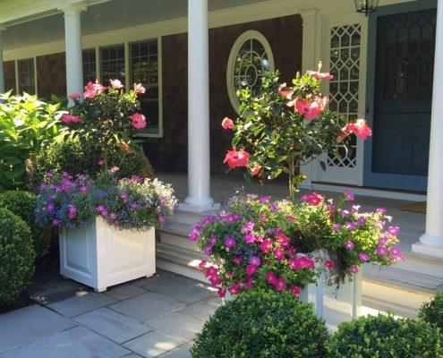 Kwieciste dekoracje przed wejściem do domu - cg