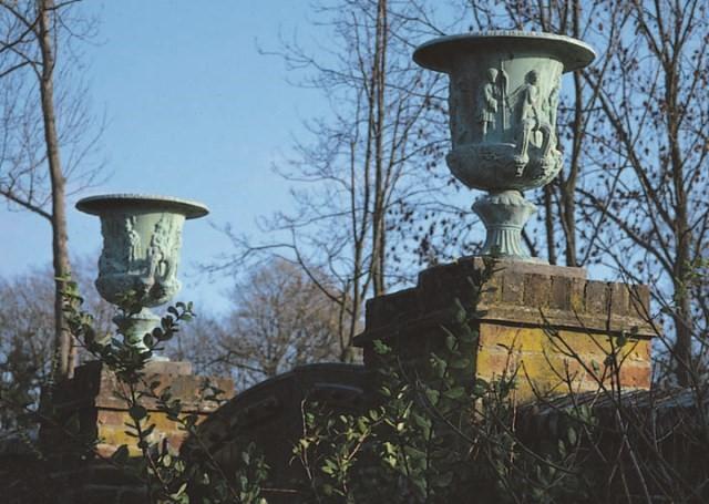 Klasyczna donica ogrodowa ozdobna