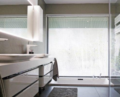 Nowoczesna łazienka z wanną w podłodze - A8 Architektura