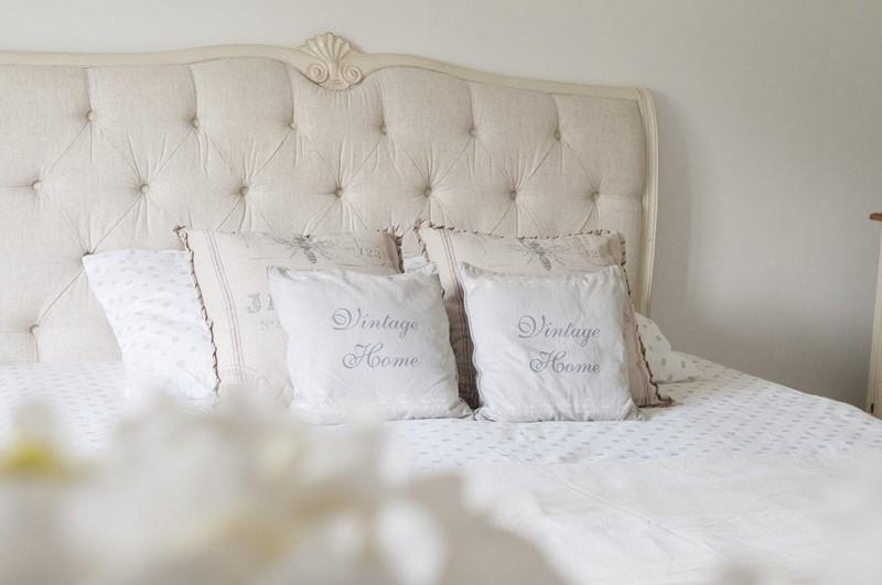 Pikowane wezgłowie łóżka - styl prowansalski - Patiomeble