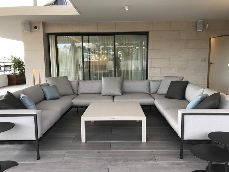 Polski architekt w Cannes - sofa taras