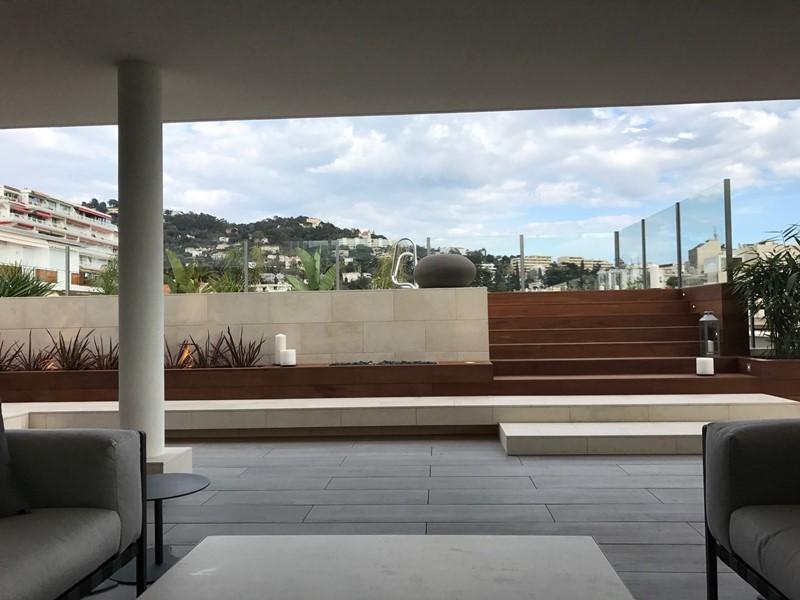Polski architekt w Cannes - wejście do basenu