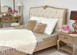 Stylowe meble w prowansalskiej sypialni - Patiomeble