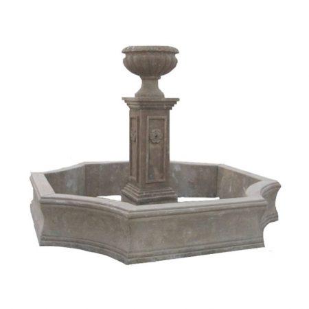 Barokowa fontanna z kamienia