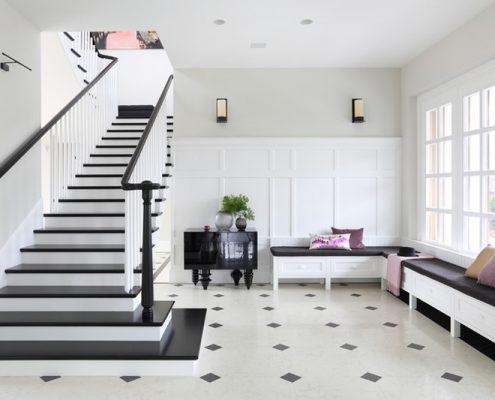 Czarno-biały hol w stylu modern classic - Casamila