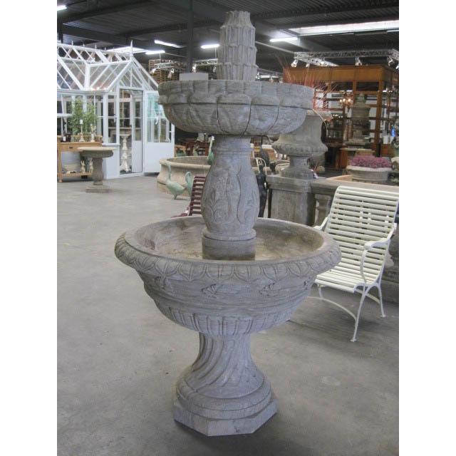 Dwupoziomowa fontanna ogrodowa