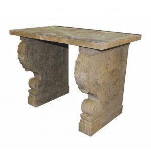 Antyczny, kamienny stolik pomocniczy