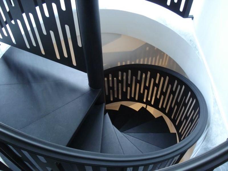 Oryginalne schody czarne