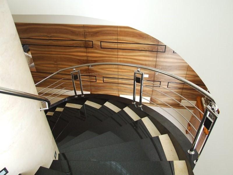Oryginalne schody klasyczne