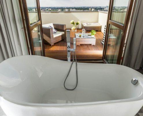 Pokój kąpielowy z balkonem - Loft Factory