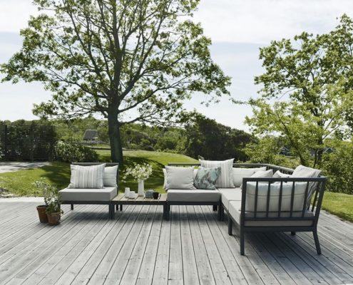 Sofa ogrodowa na nowoczesnym tarasie - Skagerak