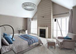 Szara sypialnia na wysokim poddaszu - Casamila