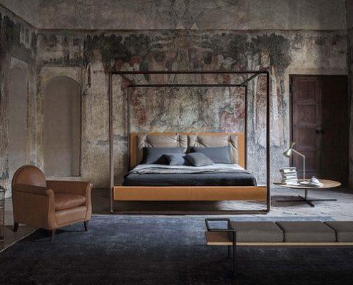 Łóżko z baldachimem w nowoczesnym stylu - Poltrona Frau łóżko w sypialni