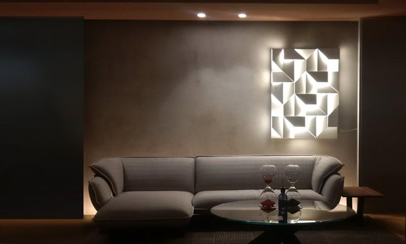 Świetlna dekoracja ścienna w salonie - ekskluzywne lampy nemo