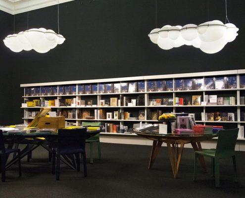 Lampy chmury w księgarni - Nemo