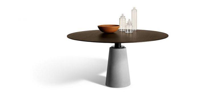 Okrągły stół na jednej nodze
